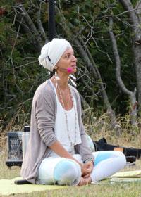 Soorya Preet bei einem Yoga Outdoor Kurs